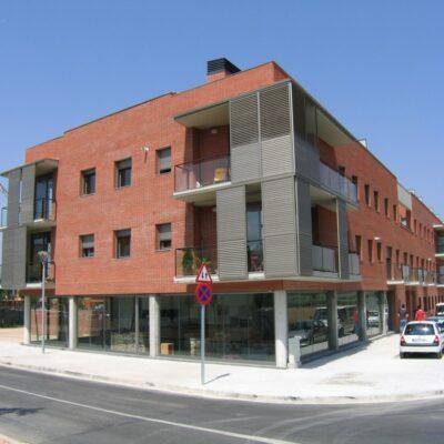 Edificis d'habitatges als carrers Sis de Desembre i Jaume Ginestí de Vilanova del Vallès